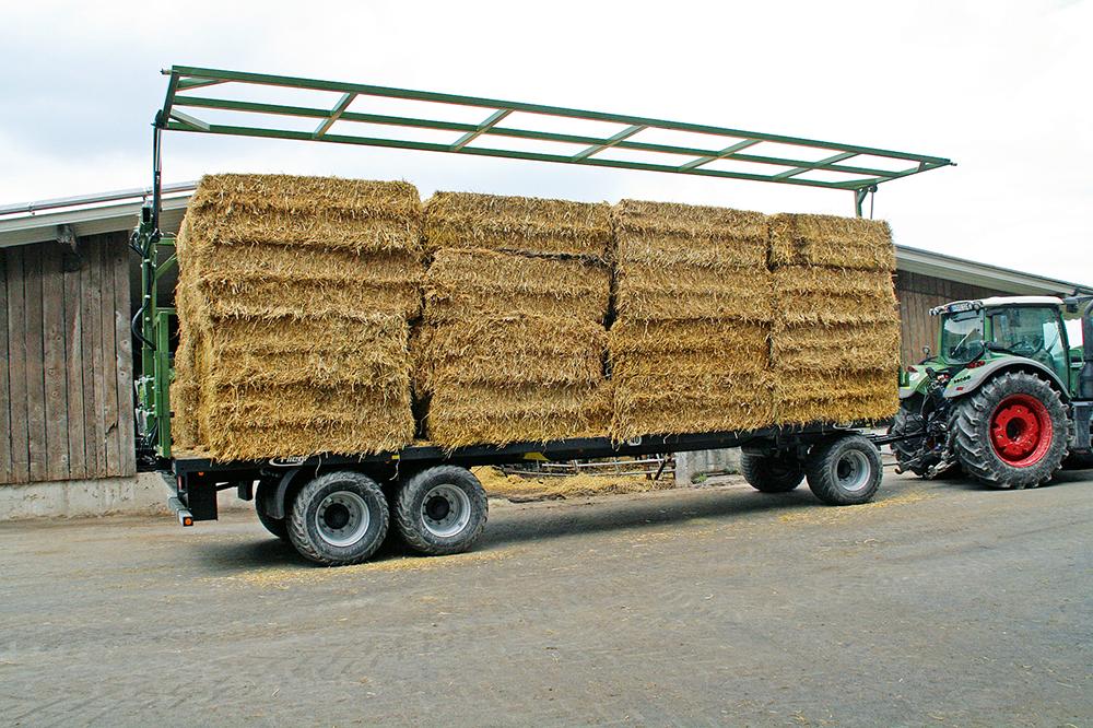 Fliegl balentransportwagen - enkel opgeklapt in plaats van dubbel gesjord - Agri Trader testrapport (1)