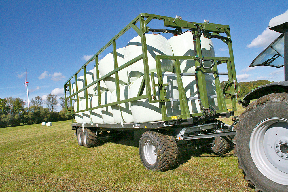 Fliegl balentransportwagen - enkel opgeklapt in plaats van dubbel gesjord - Agri Trader testrapport (8)