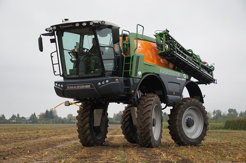Akkertest-Amazone-Pantera-4502-H-Op-hoge-hakken-door-de-mais-Agri-Trader-9