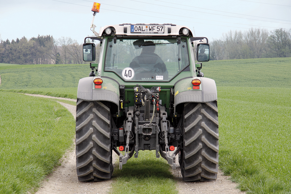 Fendt Vario 200 rijtest - 110pk uit drie cilinders - Agri Trader Test Jaarboek - (10)