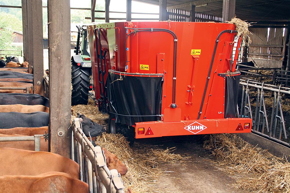 goed-mengsel-dankzij-de-kuhn-profile-1470-voermengwagen-5