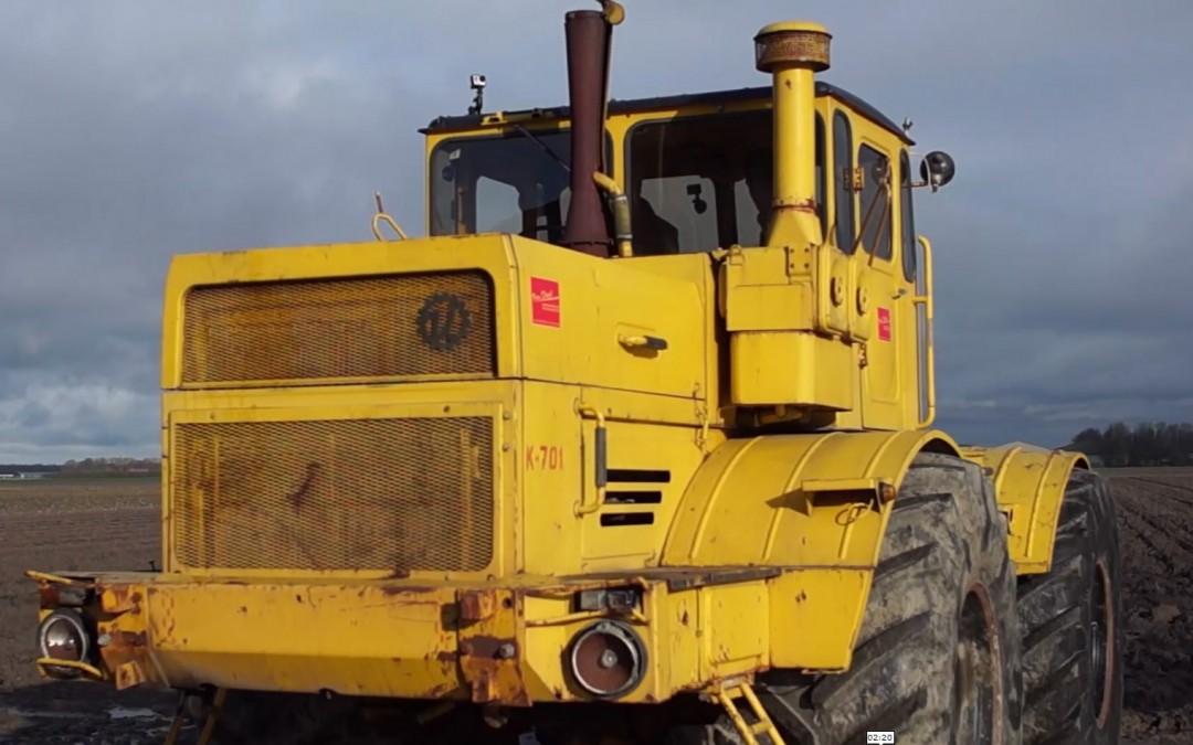 Het machtige geluid van een V12 blok in een Kirovets tractor – AgriTraderTV #16