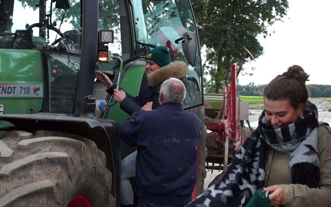 Ook dames leren tractor rijden op een Fendt – AgriTraderTV #10