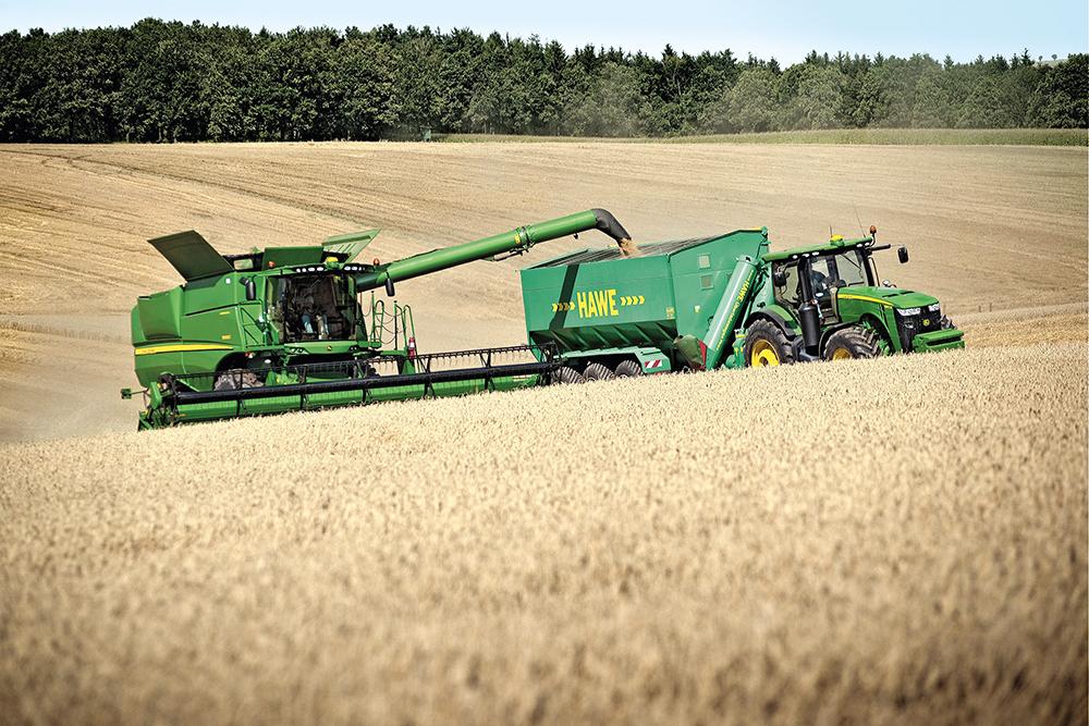 de maaidorser stuurt de transportcombinatie - Agri Trader Test Jaarboek - (1)